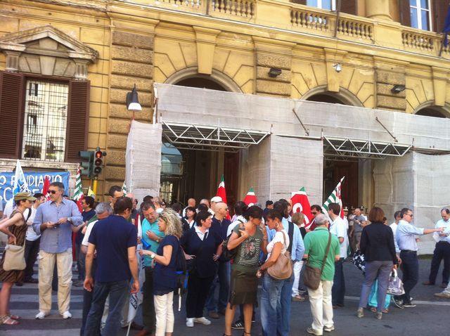 Roma – Fonspa – Presidio davanti al Ministero dell'Economia e Finanza