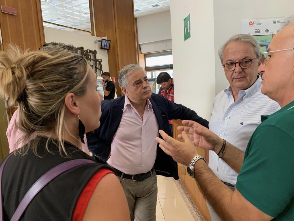 Giuliano Calcagni tra le lavoratrici e lavoratori di Napoli